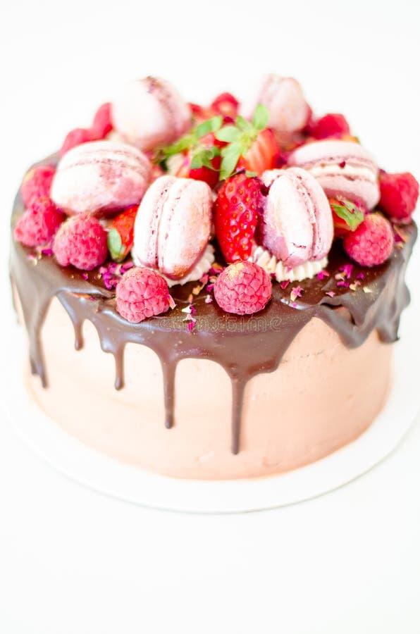 Exceptionnel Gâteau De Chocolat D'anniversaire Avec Des Fraises, Des Framboises  LI55