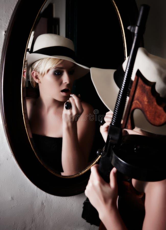 Gángster de sexo femenino fotos de archivo