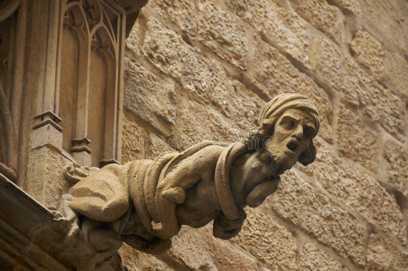 Gárgola en el edificio en Barcelona imágenes de archivo libres de regalías