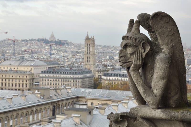 Gárgola en la catedral de Notre Dame imagen de archivo libre de regalías