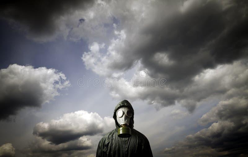 Gás mask Tema da sobrevivência fotografia de stock