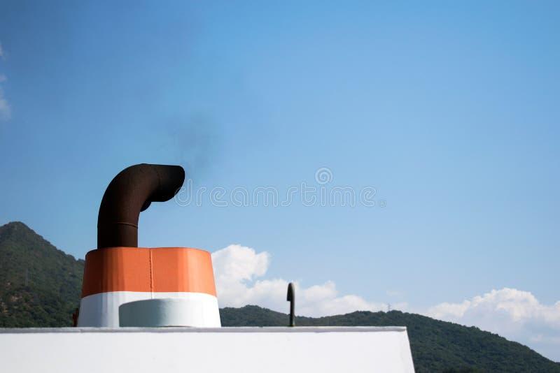 Gáss de exaustão do navio imagens de stock royalty free
