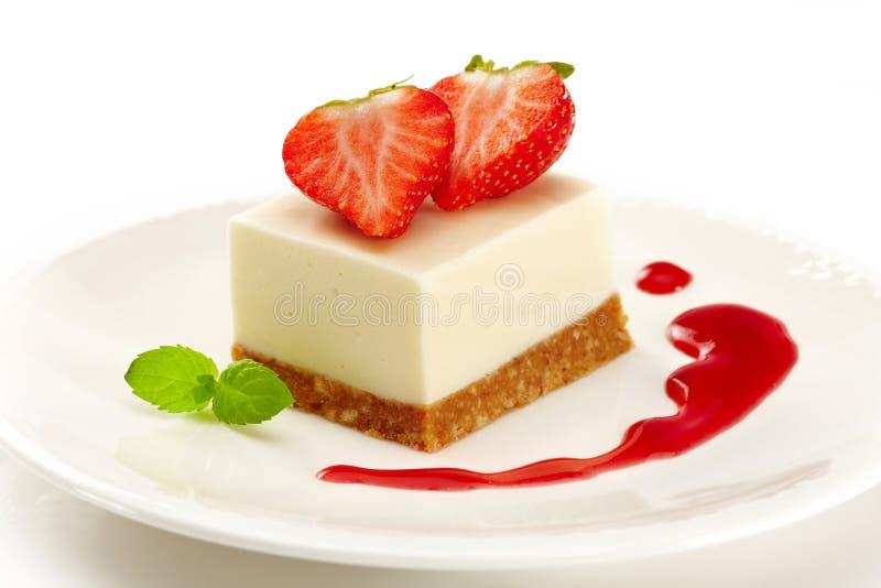 Gâteau au fromage avec des fraises photo stock