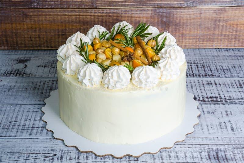Gâteau au fromage crème doux avec l'anis et le kumquat image stock