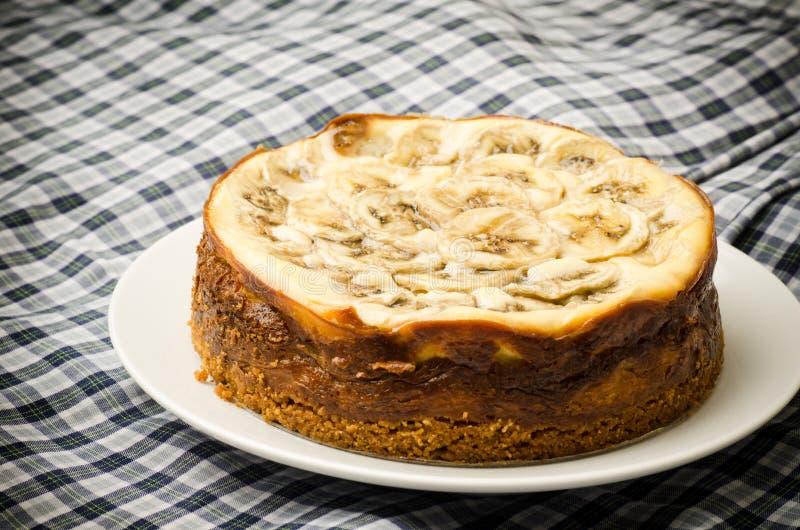 Gâteau au fromage de caramel de banane photographie stock libre de droits