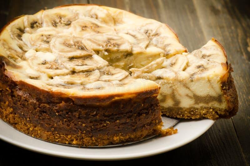 Gâteau au fromage de caramel de banane photos stock