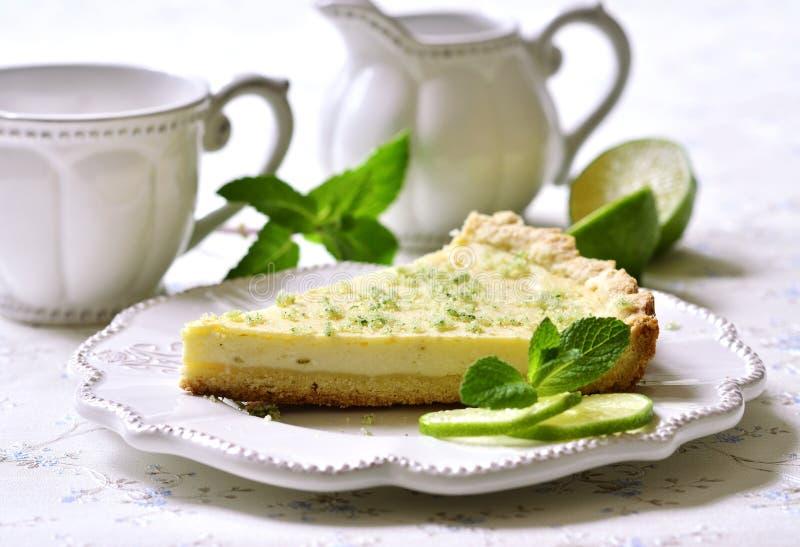 Gâteau au fromage de chaux avec du sucre en bon état photos stock