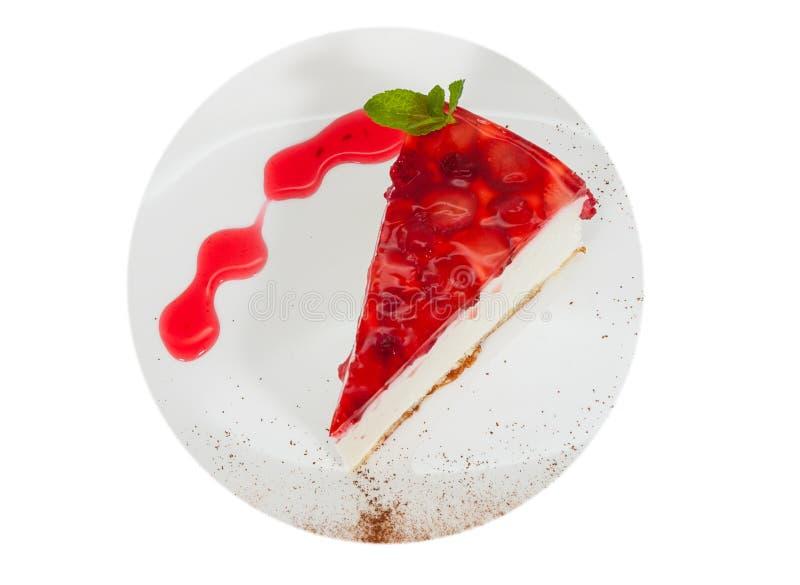 Gâteau au fromage de fraise servi du plat blanc Vue supérieure D'isolement photo stock