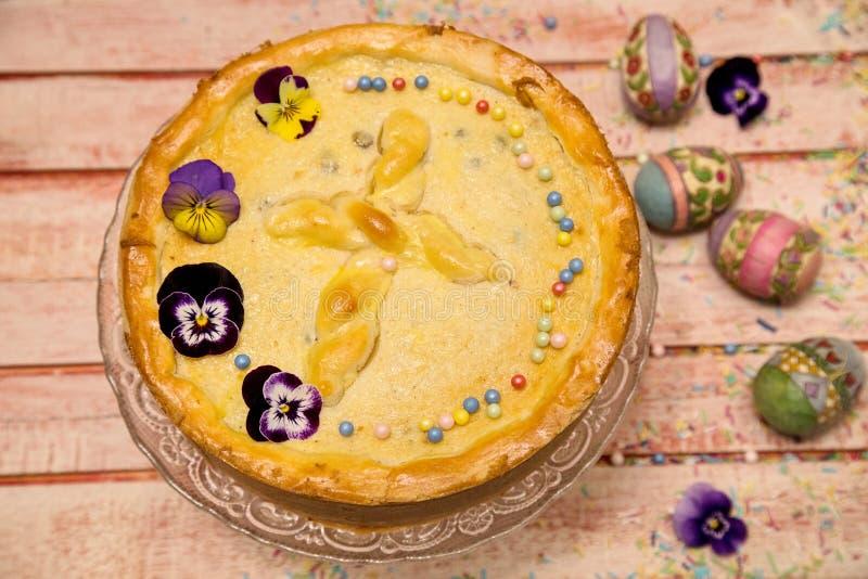 Gâteau au fromage doux roumain traditionnel pour Pâques photo libre de droits