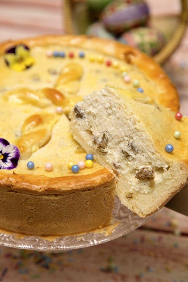 Gâteau au fromage doux roumain traditionnel pour Pâques images libres de droits