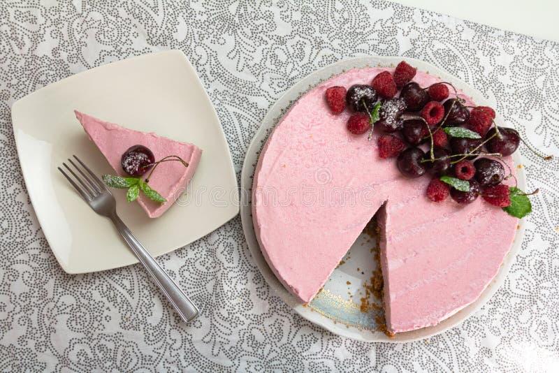 Gâteau au fromage et tranche de plat photos libres de droits
