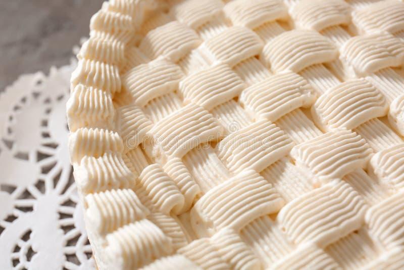 Gâteau au fromage savoureux admirablement décoré images stock