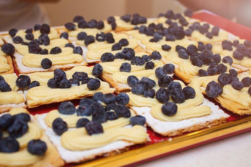 Gâteau avec des myrtilles image libre de droits