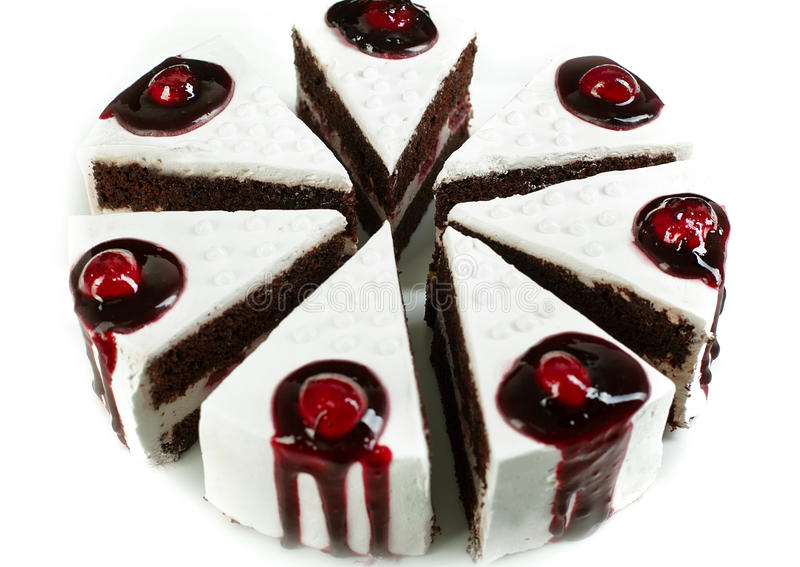 Gâteau avec les cerises et la crème photos libres de droits