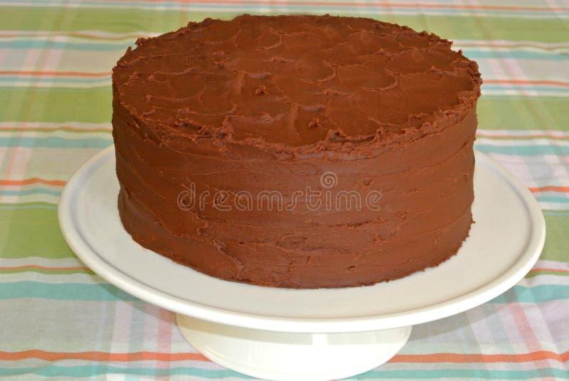 Gâteau birhday fait maison de couche de fondant de chocolat photos libres de droits