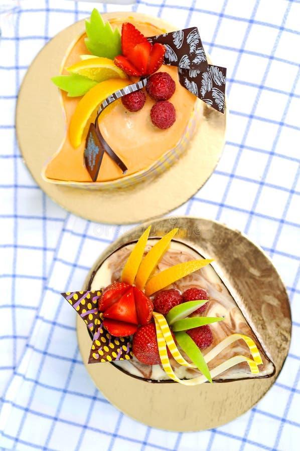 Gâteau coloré de fruit images libres de droits