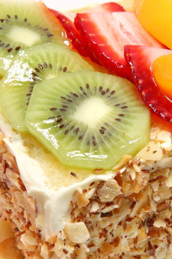 Gâteau complété par fruit glacé image stock