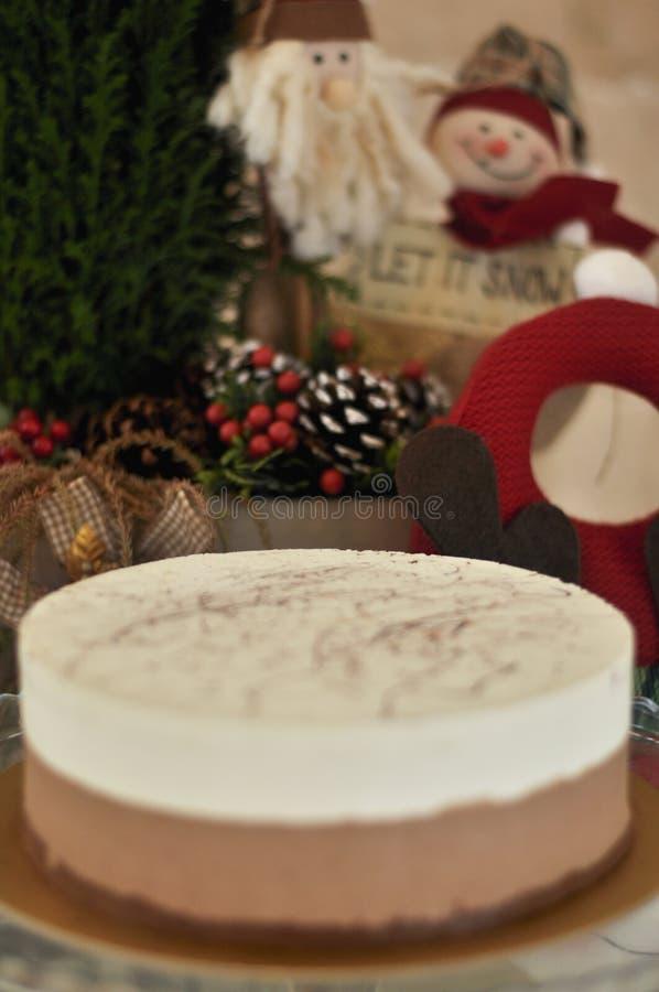 Gâteau cuit au four frais délicieux de cappuccino avec le concept de Noël images libres de droits