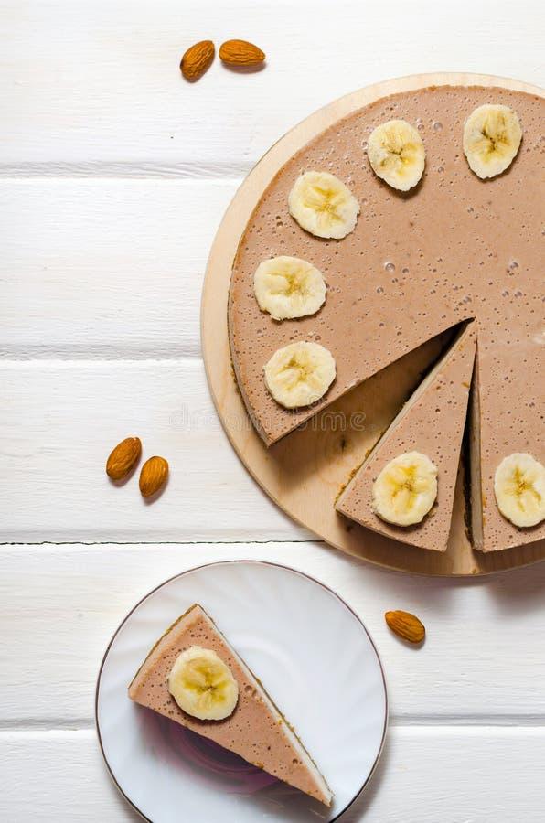 Gâteau délicieux de banane sur la vue supérieure de table Gâteau au fromage de banane photos stock