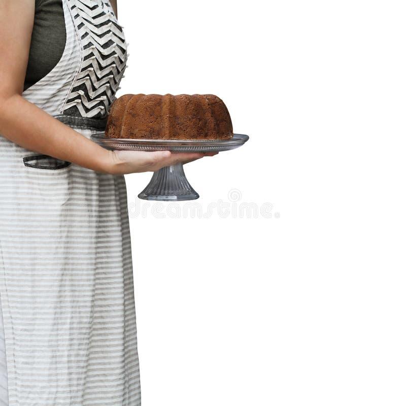 Gâteau délicieux de Bundt de citron tenu par la femme photographie stock