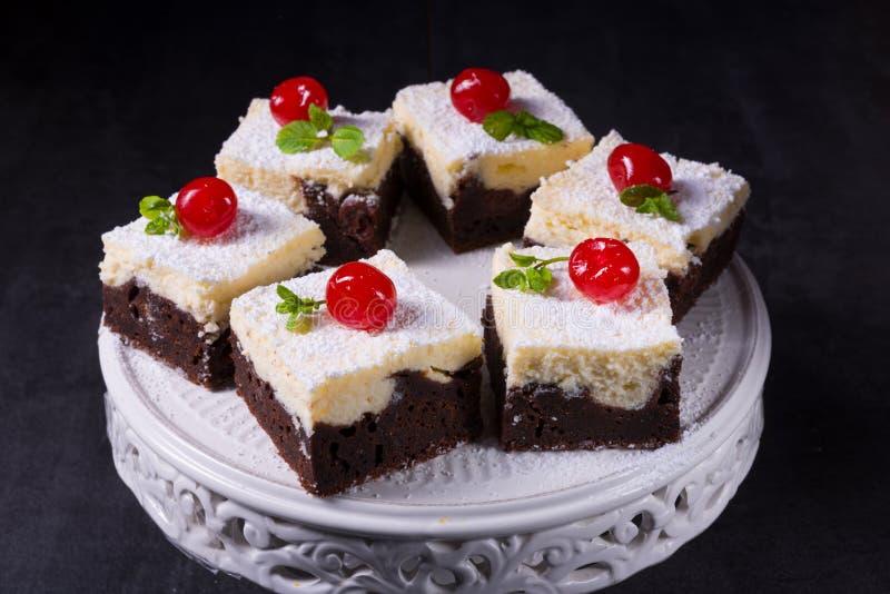 Gâteau délicieux de crème de cerise image libre de droits