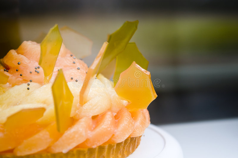Gâteau délicieux de fruit images stock