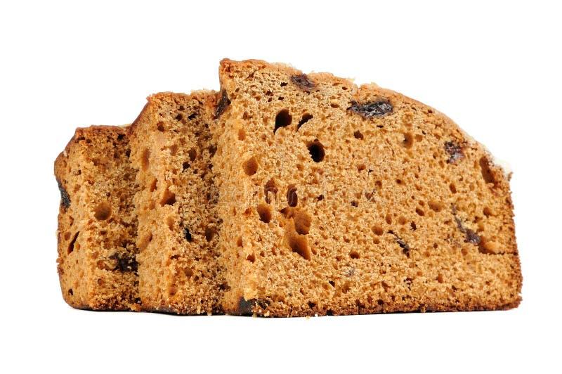 Gâteau d'épice découpé en tranches d'isolement sur le fond blanc photographie stock libre de droits