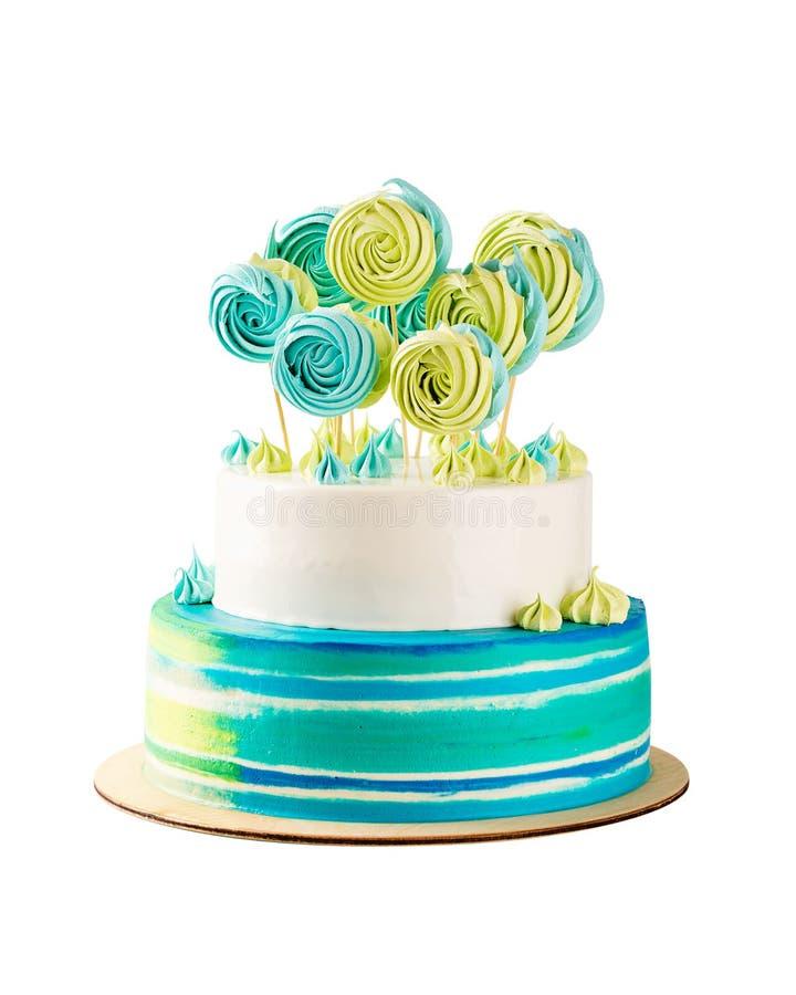 Gâteau d'anniversaire à gradins bleu et vert d'isolement sur le blanc image libre de droits