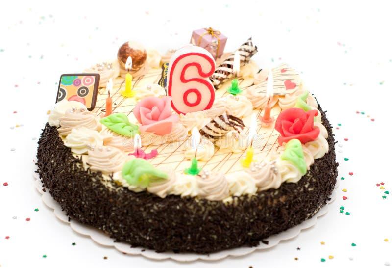 Gâteau d'anniversaire 6 ans photo libre de droits