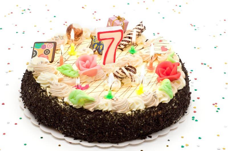 Gâteau d'anniversaire 7 ans photographie stock libre de droits