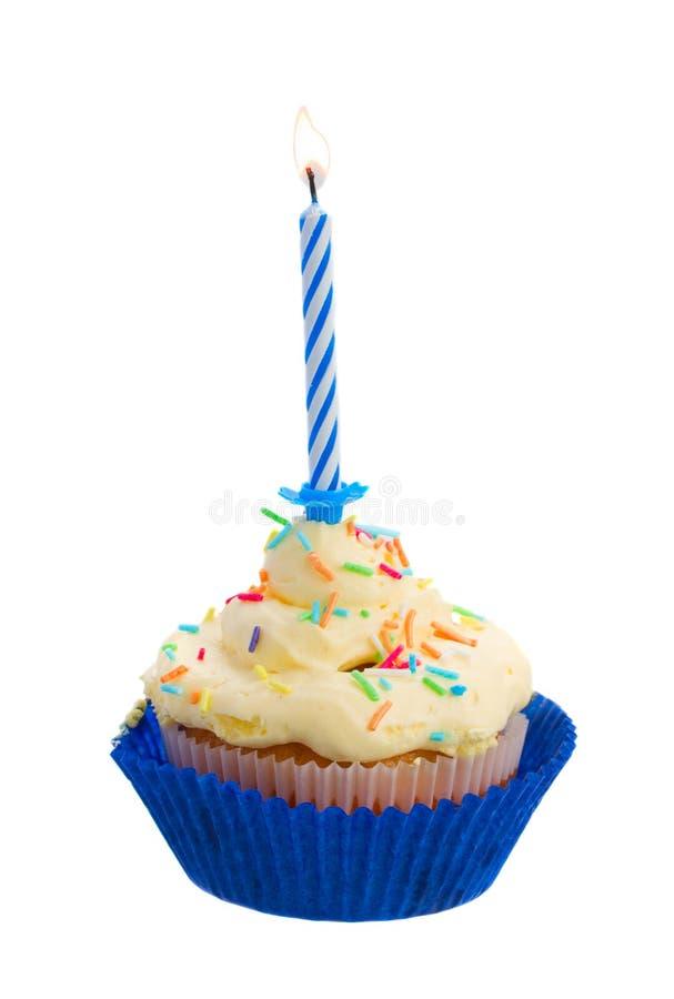 Gâteau d'anniversaire avec une bougie images stock