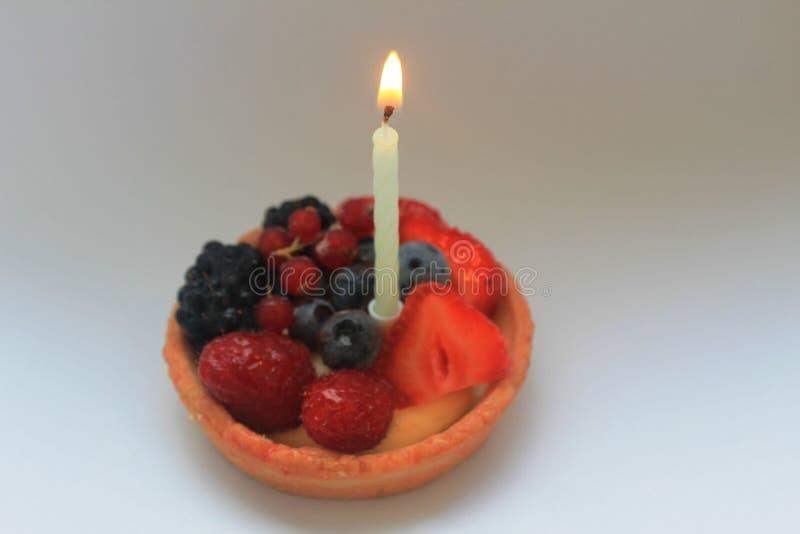 gâteau d'anniversaire d'abord heureux photos libres de droits