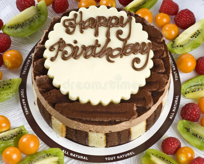 Gâteau d'anniversaire de chocolat photo stock