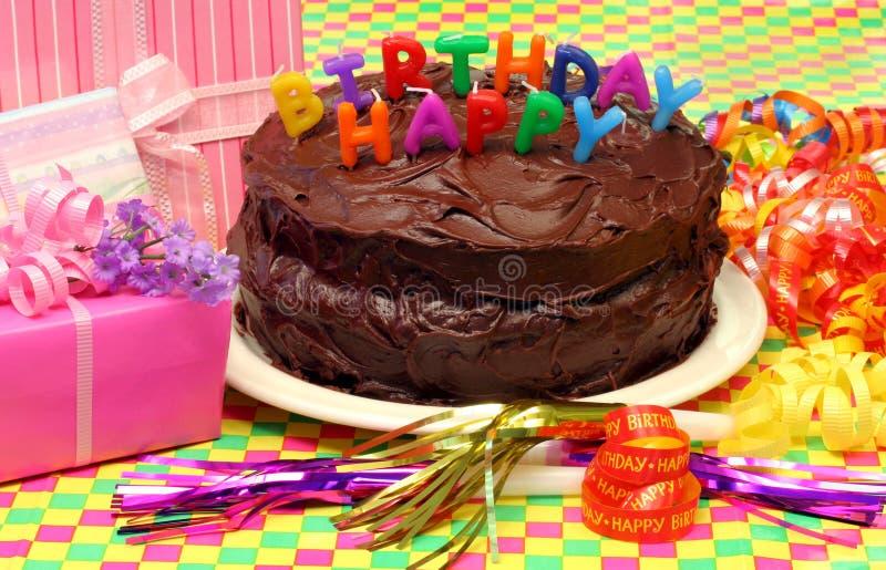 Gâteau d'anniversaire de chocolat image libre de droits