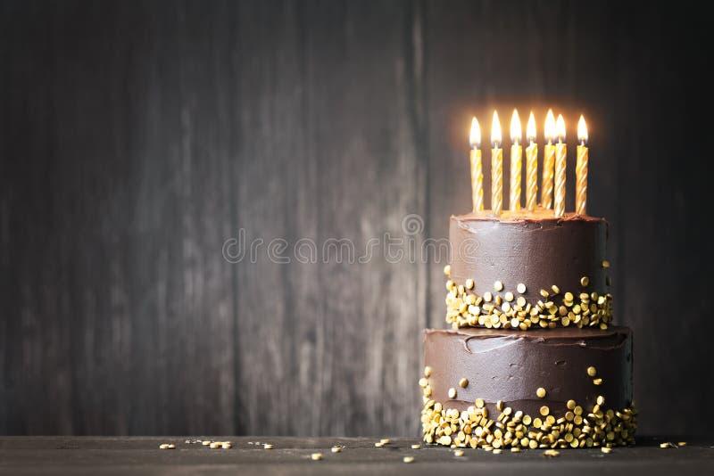 Gâteau d'anniversaire de chocolat photos stock