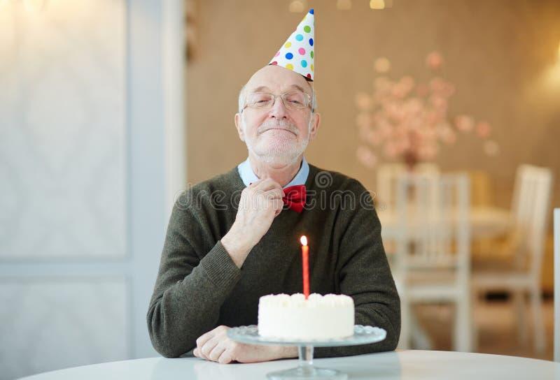 Gâteau d'anniversaire de grands-pères photo stock