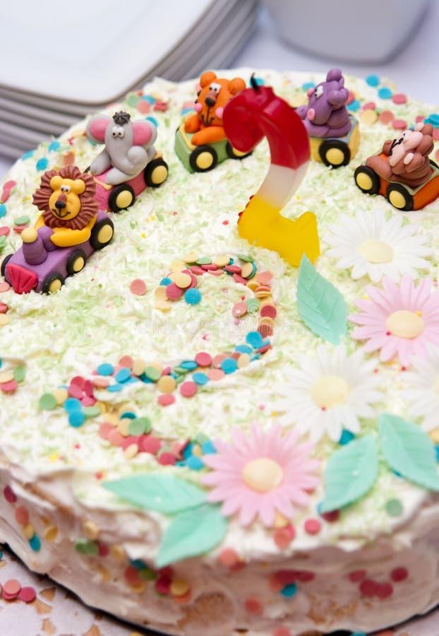 Gâteau d'anniversaire de l'enfant   photo stock