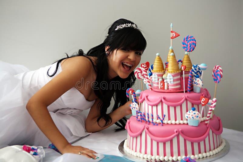 Gâteau d'anniversaire de Quinceanera photographie stock libre de droits