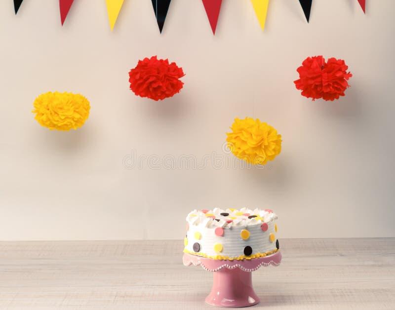 Gâteau d'anniversaire drôle photos stock