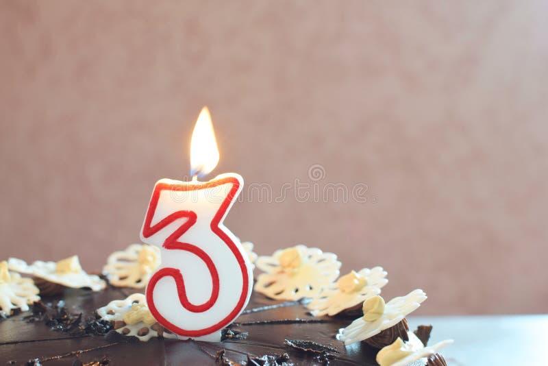 Gâteau d'anniversaire numéro trois images stock
