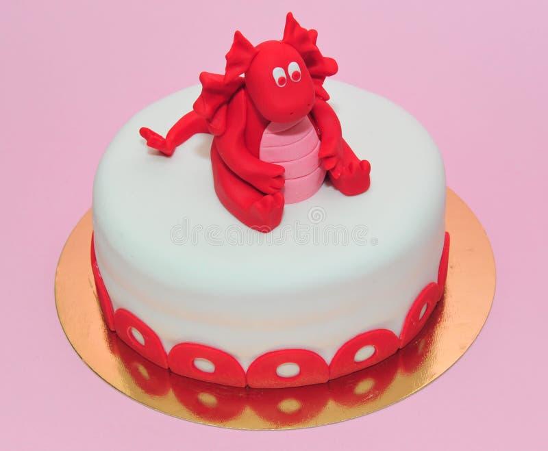 Joyeux Anniversaire à toi ! - Page 2 G%C3%A2teau-d-anniversaire-rouge-de-dragon-de-b%C3%A9b%C3%A9-53568283