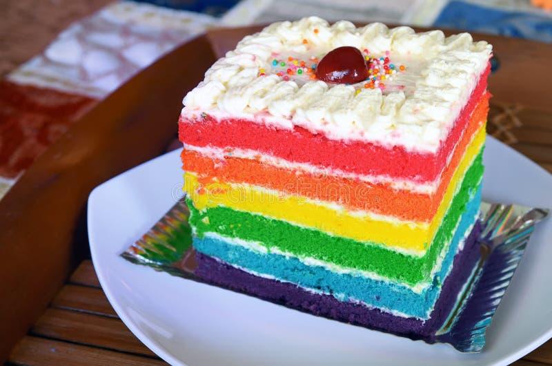 Gâteau d'arc-en-ciel image libre de droits