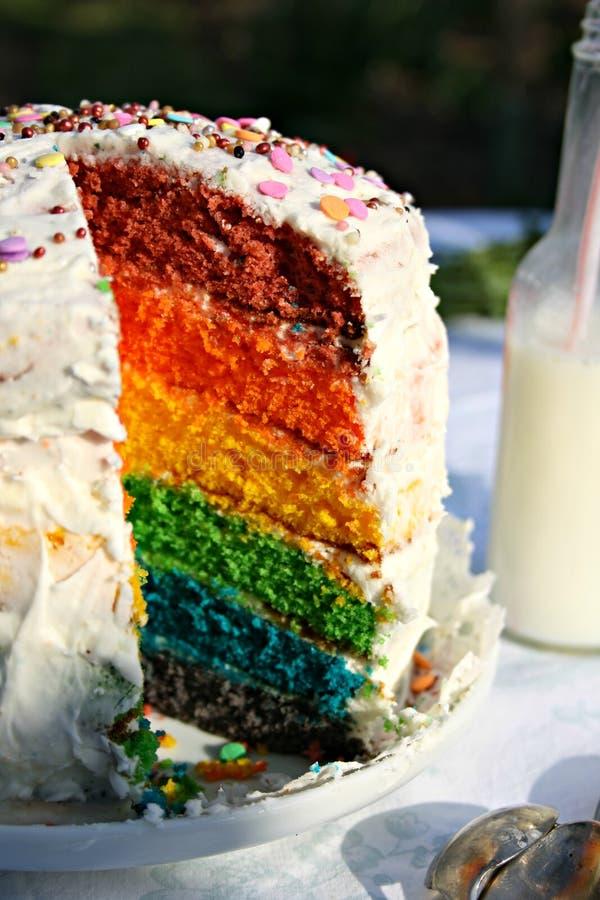 Gâteau d'arc-en-ciel images libres de droits