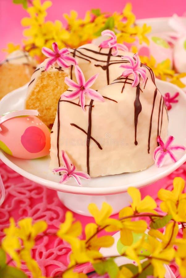 Gâteau de boucle d'amande pour Pâques photo libre de droits