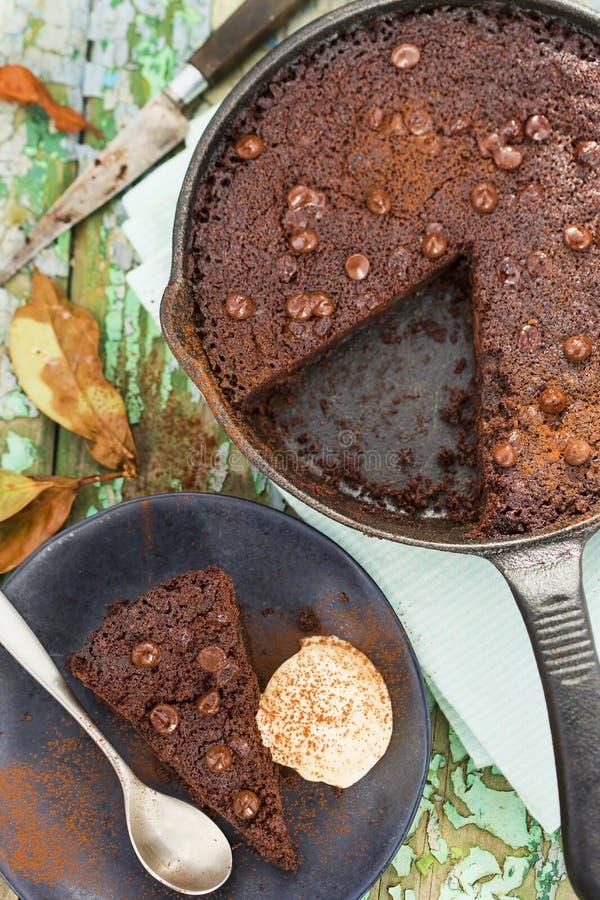 Gâteau de 'brownie' de puce de chocolat image libre de droits