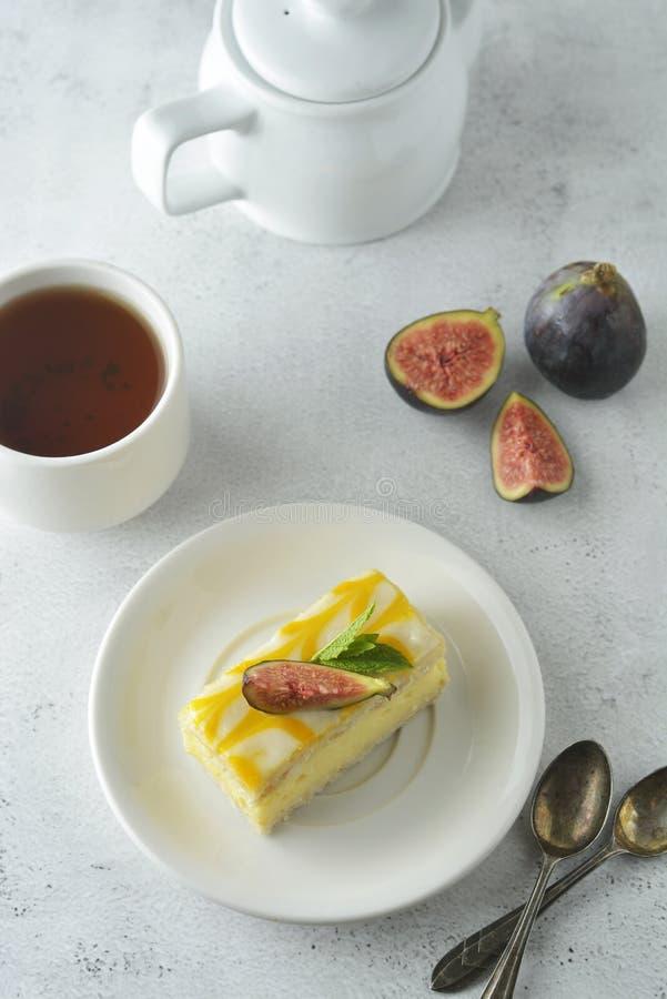 Gâteau de bruine de citron, dessert de gâteau de croûte de citron Fond lumineux photo libre de droits