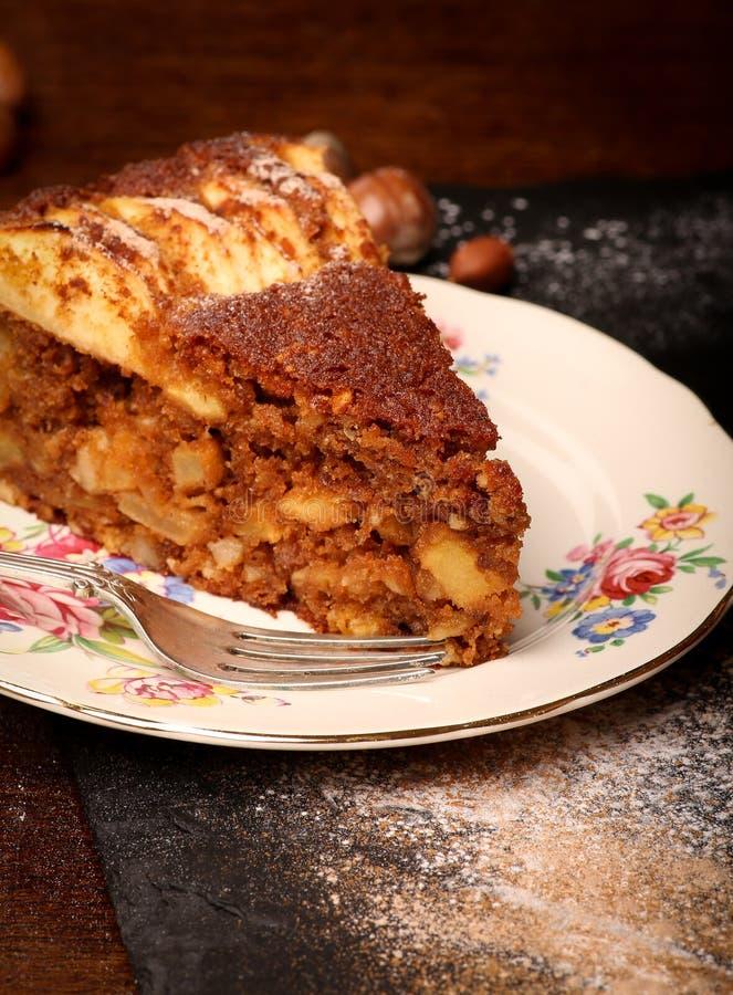 Gâteau de cannelle d'Apple photographie stock libre de droits