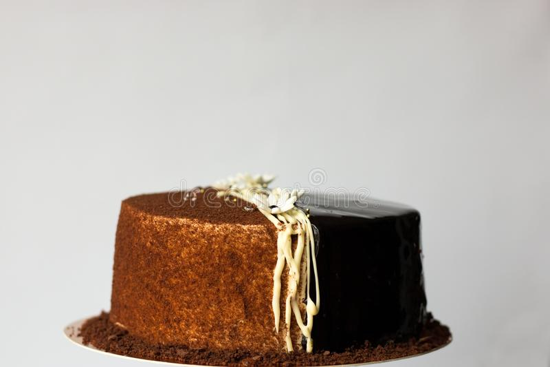 Gâteau de chocolat avec la miette et le lustre photos libres de droits