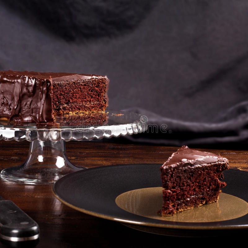 Gâteau de chocolat délicieux de Sacher photographie stock libre de droits