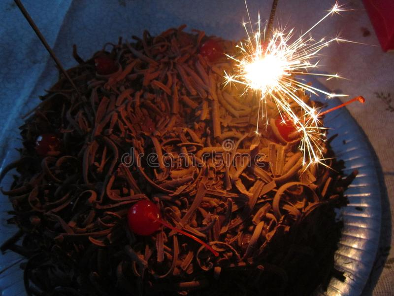 Gâteau de chocolat d'anniversaire photos libres de droits
